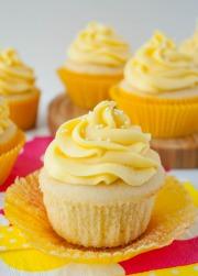 Cupcake vanilla xoài