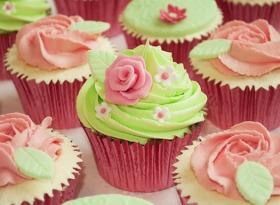 """Some rose cupcakes -- blog """"Sức khỏe và kỹ năng sống"""""""